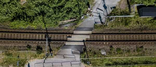 Järnvägsövergången sedd från ovan.
