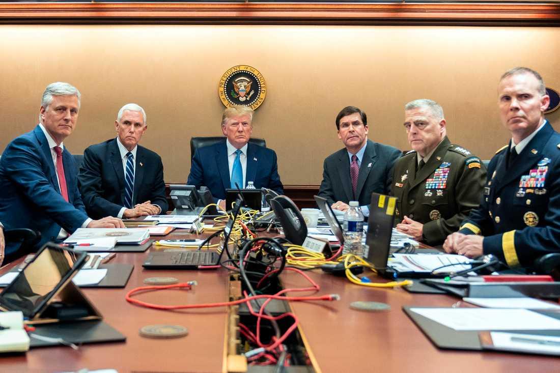 President Trump, vicepresident Mike Pence och general Mark A. Milley kunde följa hela anfallet i realtid då ett högtflygande spaningsflygplan filmade hela händelseförloppet ovanifrån.