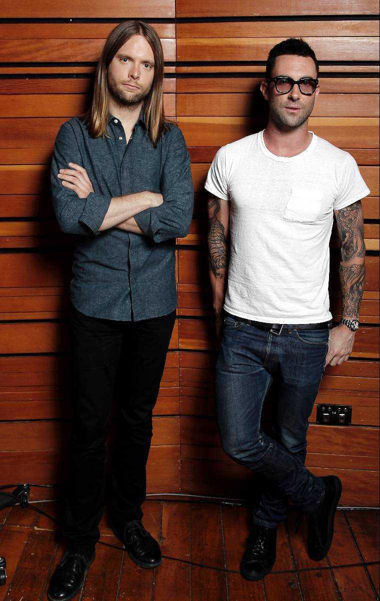 """""""DE ÄR GENIER""""  James Valentine och Adam Levine i Maroon 5 gillar att arbeta med utomstående låtskrivare. Och de får gärna vara från Sverige."""