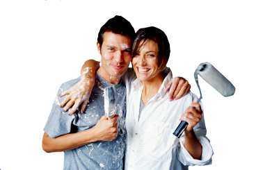 MÅLARGLÄDJE. Vi svenskar målar helst själva. Goda råd är att ta hjälp av vänner, att ha färg, verktyg och bra väder på plats och att våga ha kul.