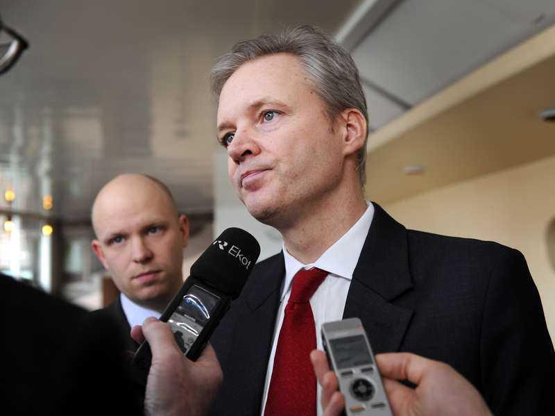 svarar inte Sten Tolgfors, försvarsminister: –En förundersökning är inledd och där råder sekretess.