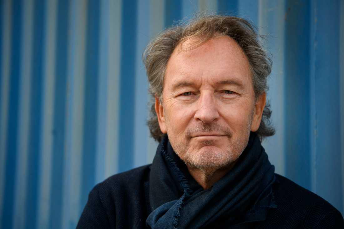 Tomas Ledin åker på sommarturné och lovar att spela de klassiska hitsen. Turnén startar i Helsingborg och avslutas i Göteborg.