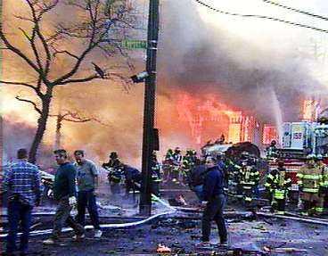 12 november Ett flygplan kraschar i Queens i New York. Alla ombord omkommer.