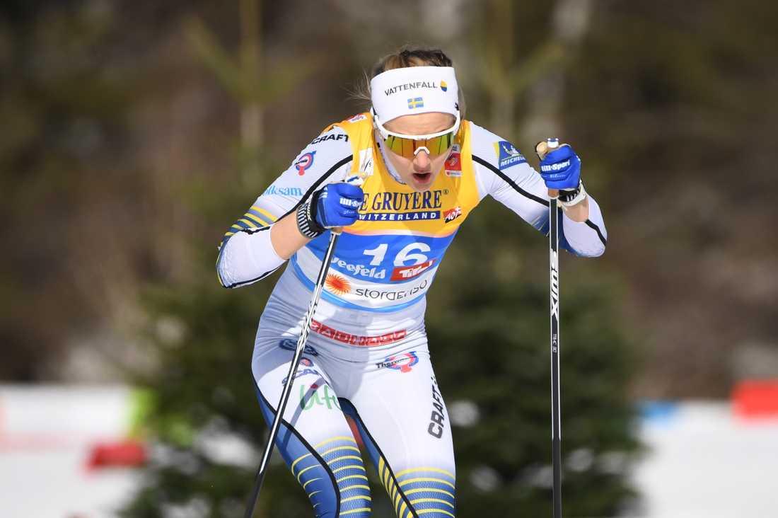 Så här är vi vana att se Stina Nilsson – frenetiskt stakande i ett sprintlopp. Men i vinter kommer hon att satsa mer på distansloppen. Arkivbild.