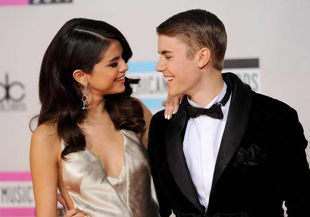 Förra året visade Bieber och Selena Gomez upp sin kärlek på galan. I år fick efterfesten duga.