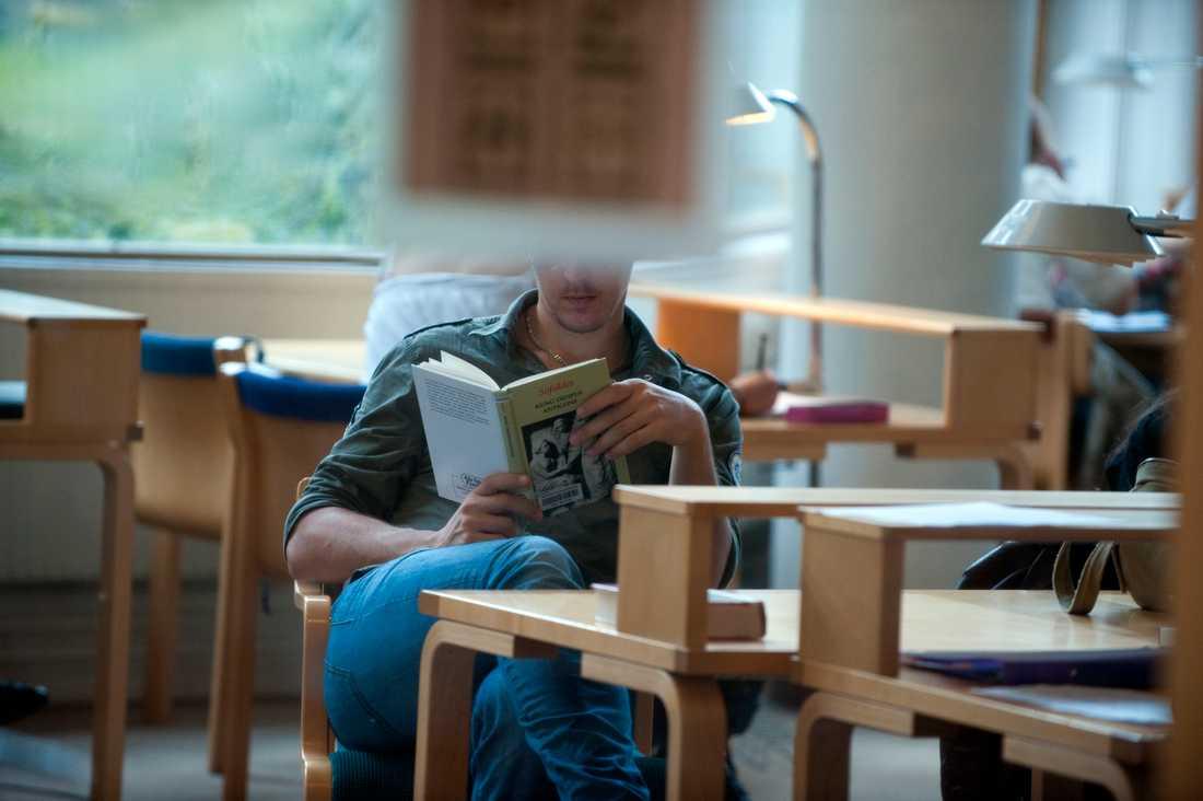 Den som fuskat sig in på en högskoleutbildning riskerar att bli av med sin plats. Men det råder delade meningar om den tidigare fuskaren också ska fråntas betyg. Arkivbild.