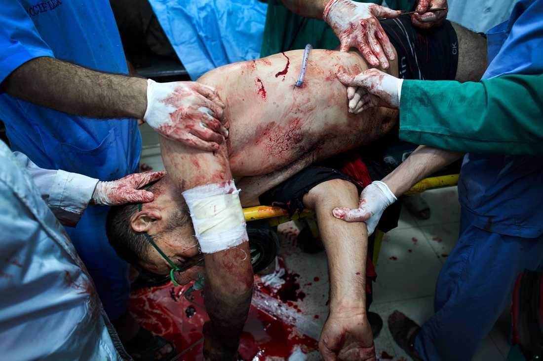 En rebellsoldat anländer till sjukhuset med en skottskada i bröstet. Nio minuter senare är han död.