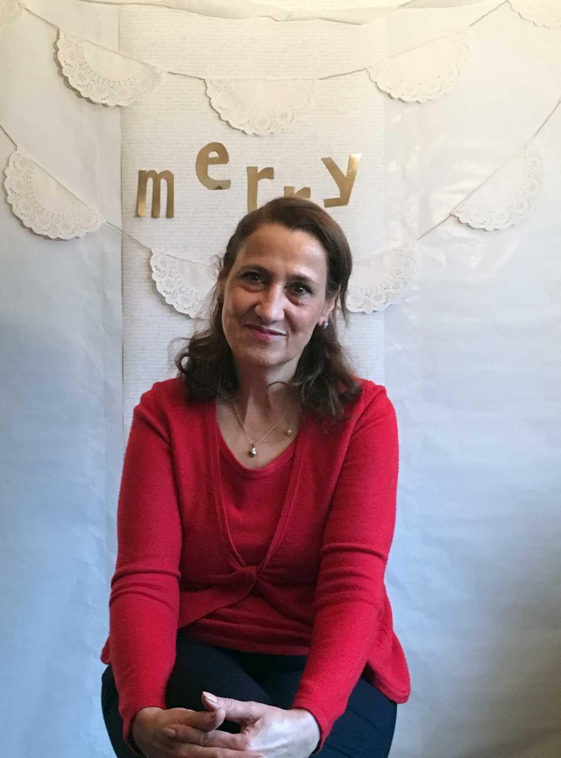 Minoo Sarvi tog sitt liv i slutet av maj. Då hade hon bott fem år på asylboende, ensam och deprimerad, berättar dottern.