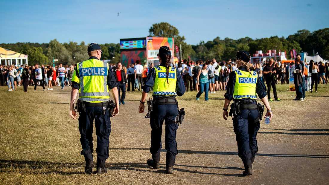 Polis på patrull i festivalområdet på Gärdet i Stockholm i helgen.