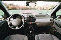 Fiat Punto är lite rymligare. Men tråkig. Här finns sju olika grånyanser   och svart.