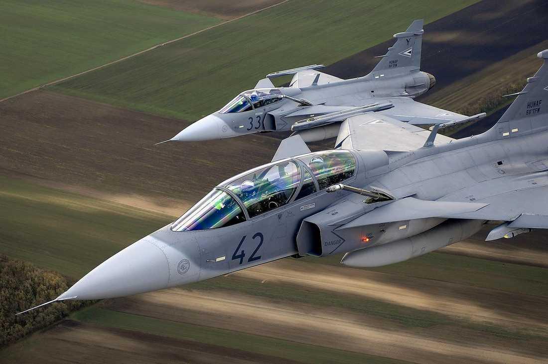 Sverige kan när som helst få frågan om att skicka stridsplan till Libyen.