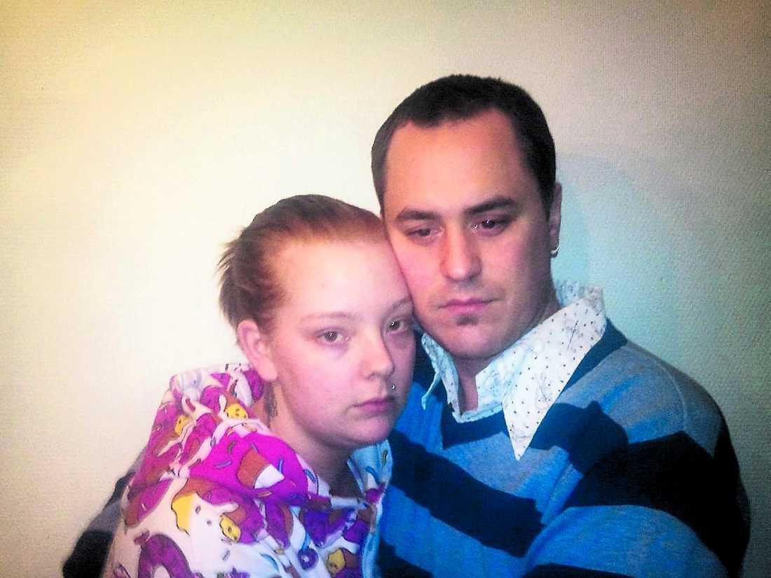 Föräldrarna Zorina Soderius och Peo Wennberg är förtvivlade efter att deras son ryckts bort från dem så hastigt. De berättar om Neo för att andra familjer inte ska behöva drabbas av samma sorg.