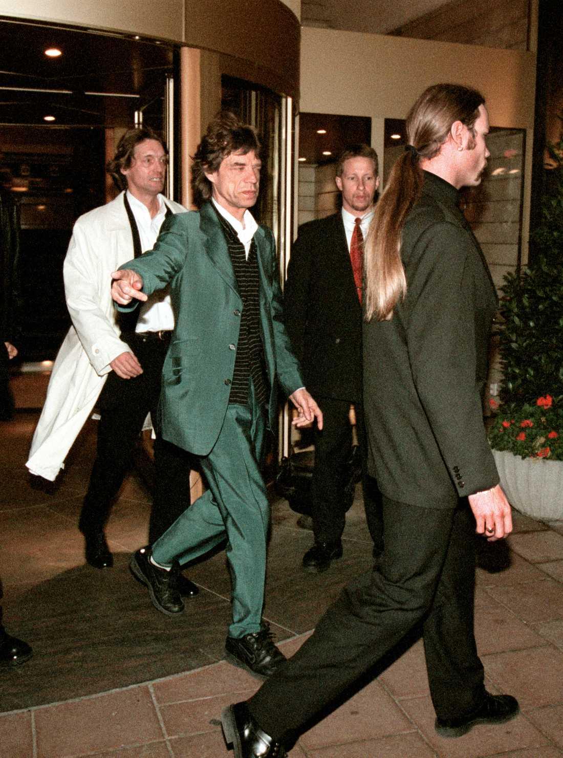 Johannes Brost och Mick Jagger hade varit vänner sedan 60-talet. Här lämnar de Grand Hotel ihop år 1998.