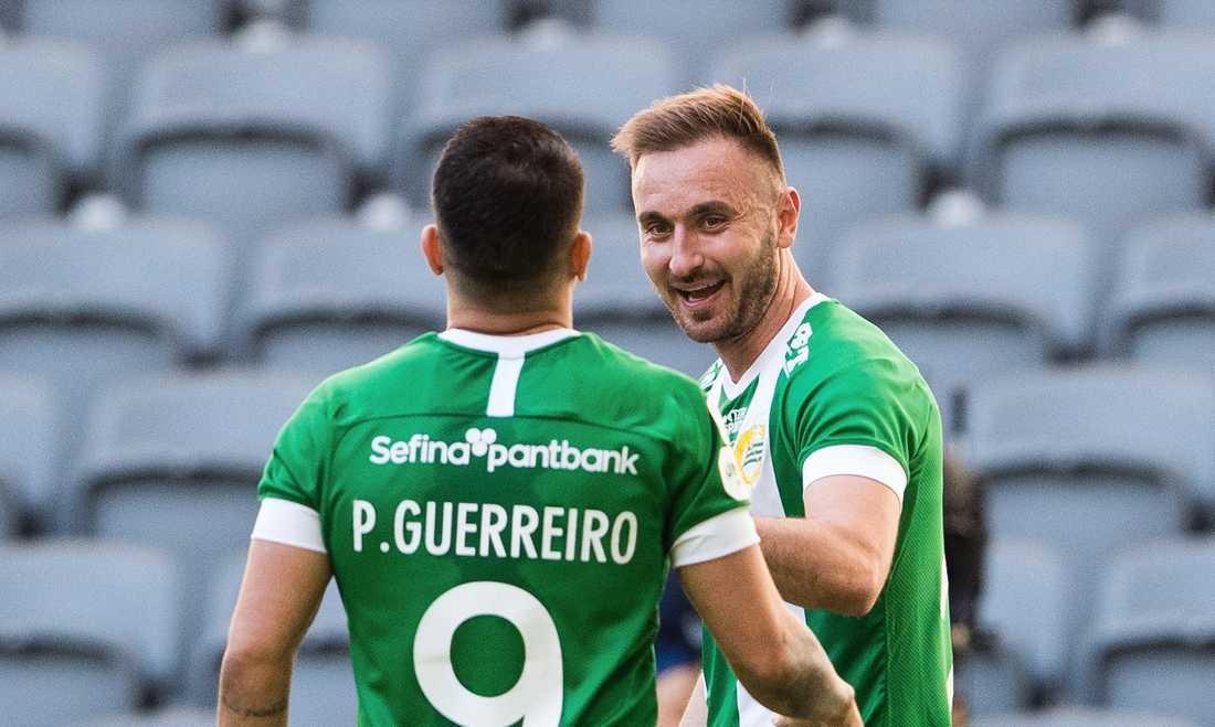 Tankovic firar mål med Paulinho.
