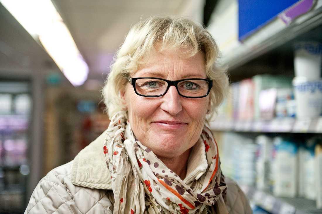 ÄR MATEN FÖR DYR I SVERIGE? Susanne Möllberg, 54, ekonomichef, Stockholm: – Nej, det tycker jag inte. Jag påverkas heller inte så mycket om det blir lite dyrare.