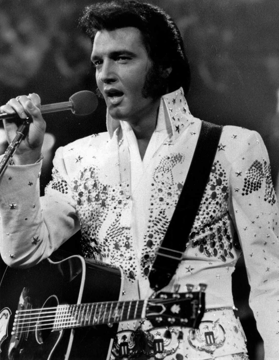 Elvis hittades död i sitt badrum i Memphis 1977.