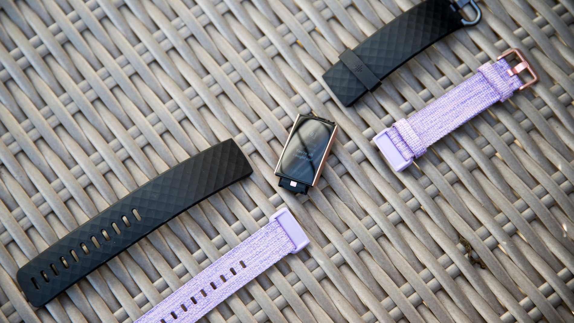 Armbanden till Fitbit Charge 3 är enkla att byta ut för en personlig touch.