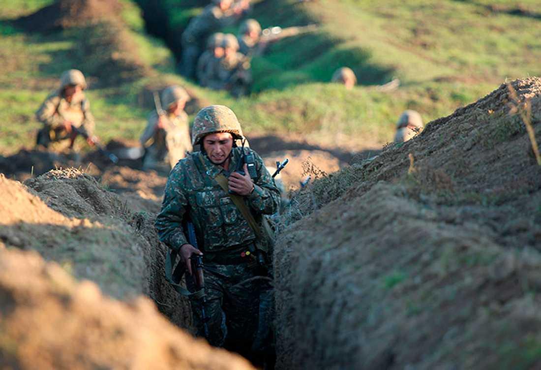 Armeniska soldater vid fronten i armeniska Tavush. Bilden kommer från det armeniska försvarsdepartementet.