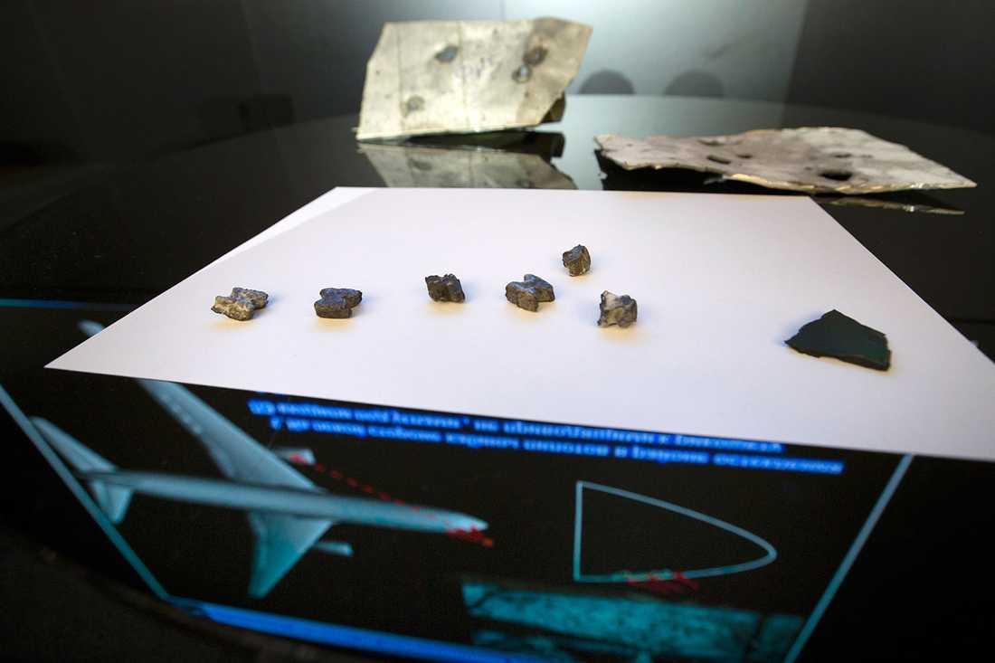 Skrotdelar karaktäristiska för stridsspetsen på en buk-missil.