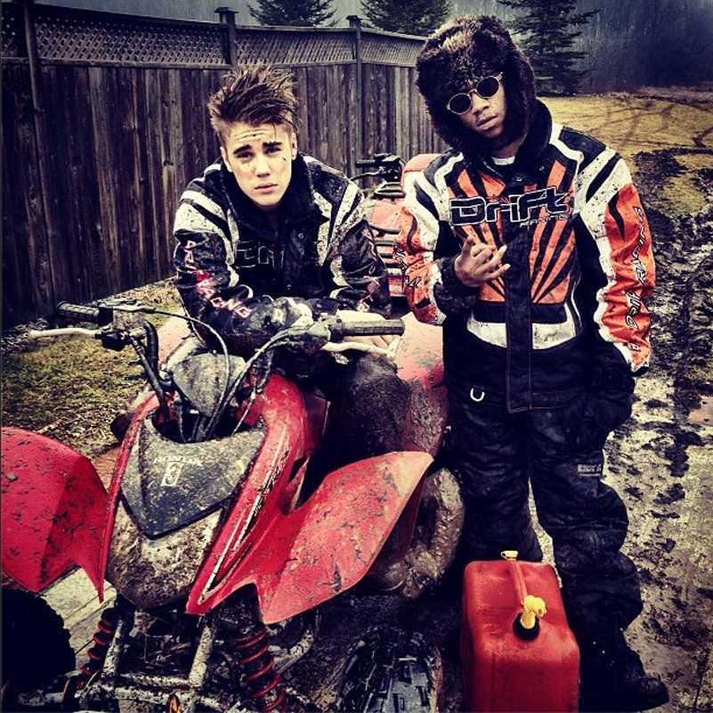Justin och kompisen Lil Twist unnade sig en lerig cross-färd häromdagen.