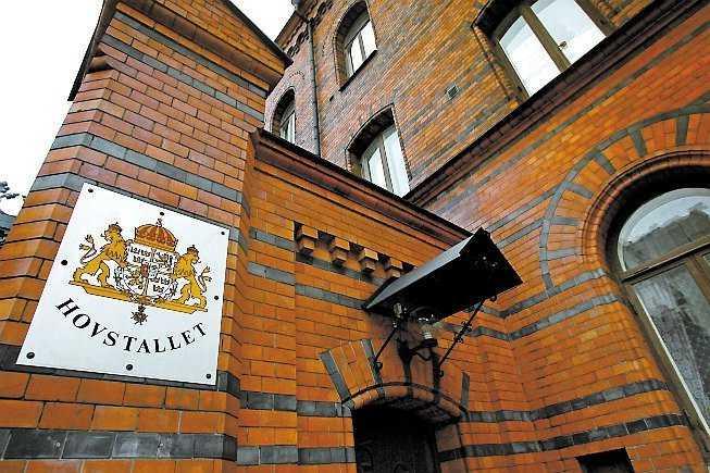 Här, i Kungliga hovstallet i Stockholm, bor paret.