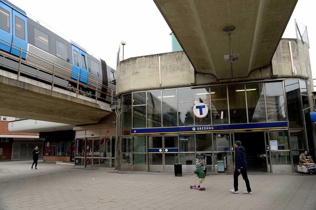 Tunnelbanestationen i Bredäng