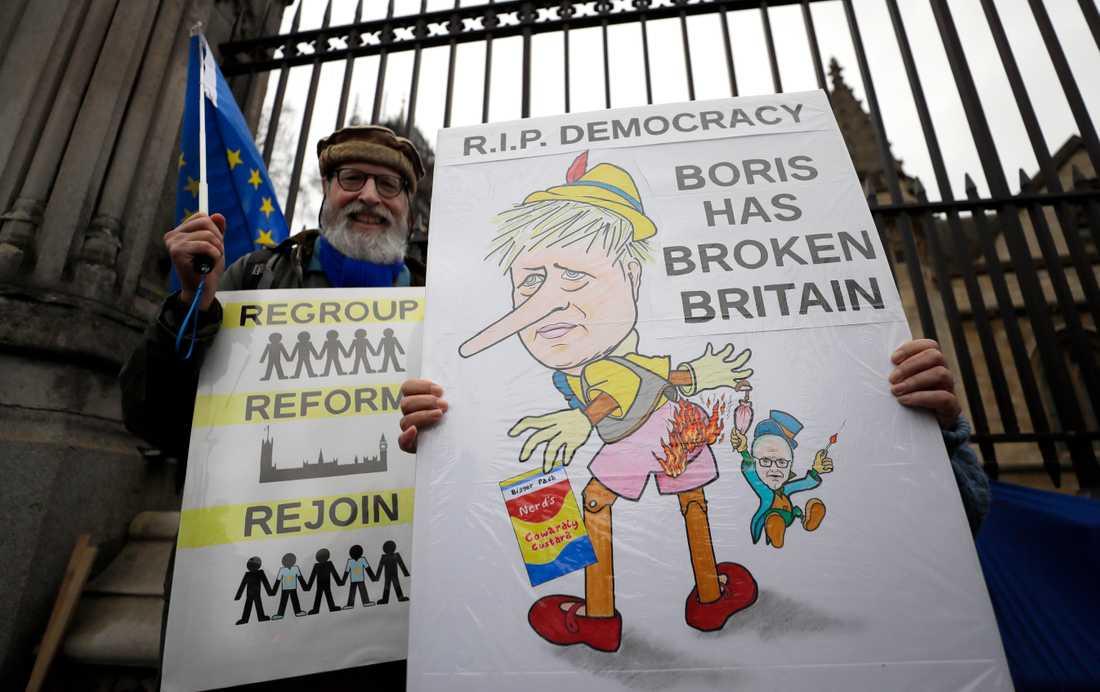 EU-anhängare kampanjar mot brexit in i det sista i London.