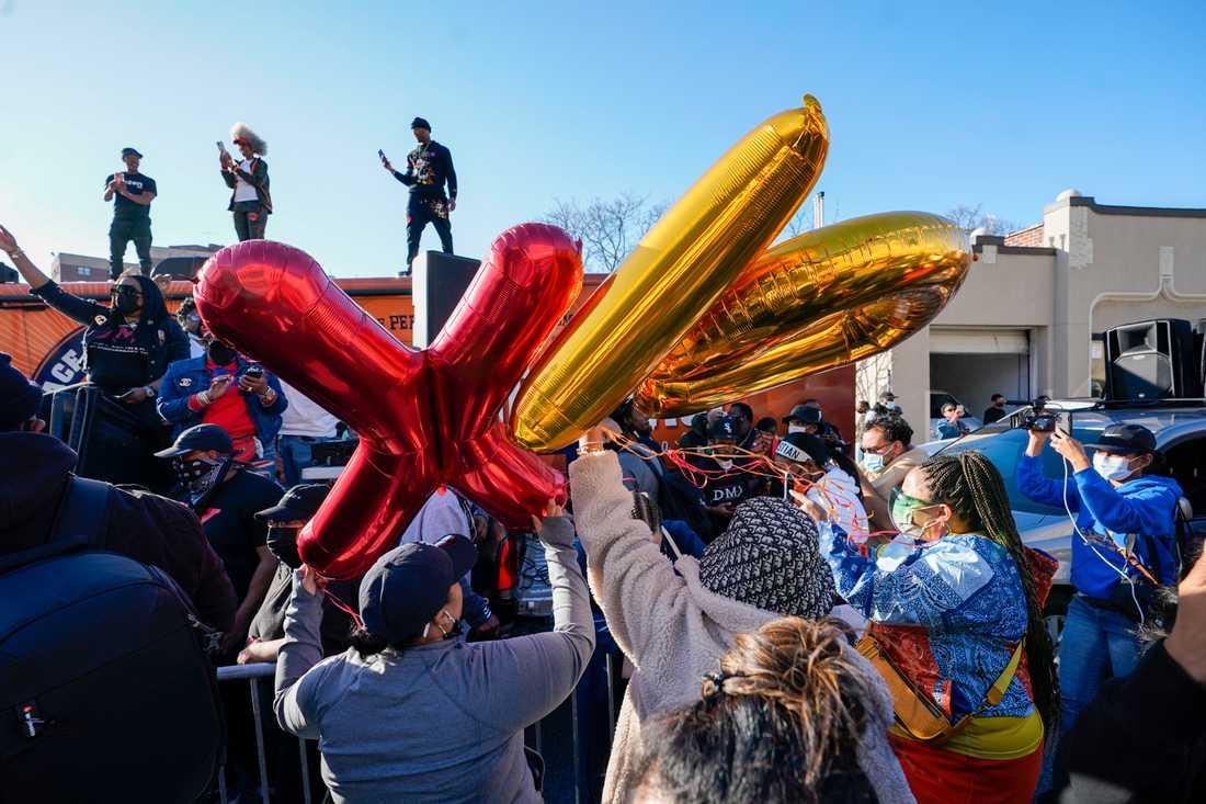 Fans hyllar DMX efter hans bortgång.