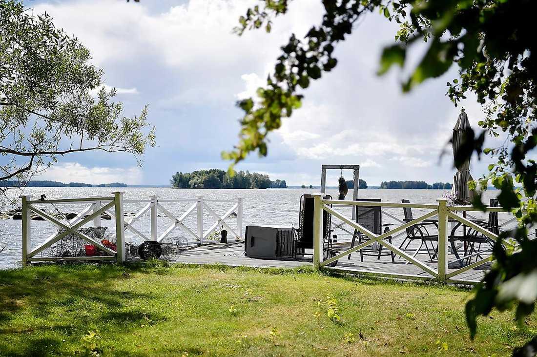 Den 42-årige mannen hittades i fjol död i sjön Hjälmaren. Kroppen låg på en meters djup, vid sommarstugan utanför Arboga.