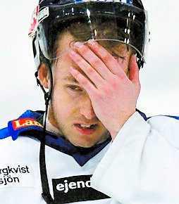 Knäskadad Karlberg missade Malmömötet.