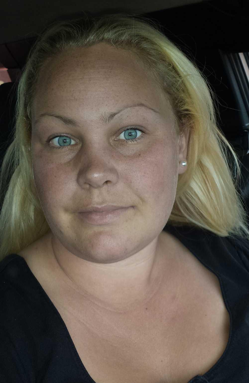 Anna Holmros har inte fått en krona av Trygg Hansa för att hon invalidiserats.