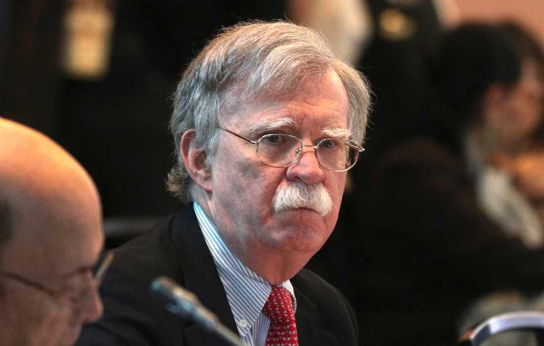 John Bolton behövs inte längre, anser Trump som ger honom sparken.