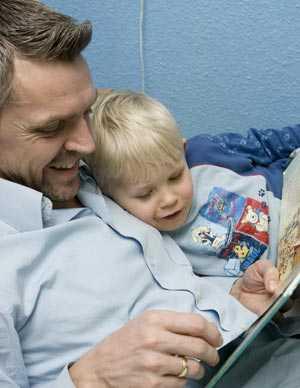 Att läsa högt för barnen är viktigt.