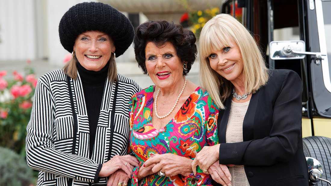Tidigare Bond-brudarna Tania Mallet, Eunice Gayson och Britt Ekland vid Bonds 50-årsjubileum i London 2012.
