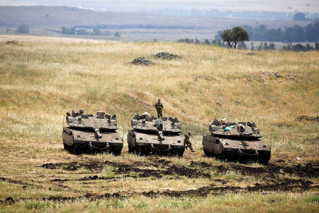 Israeliska stridsvagnar på Golanhöjderna på onsdagen.