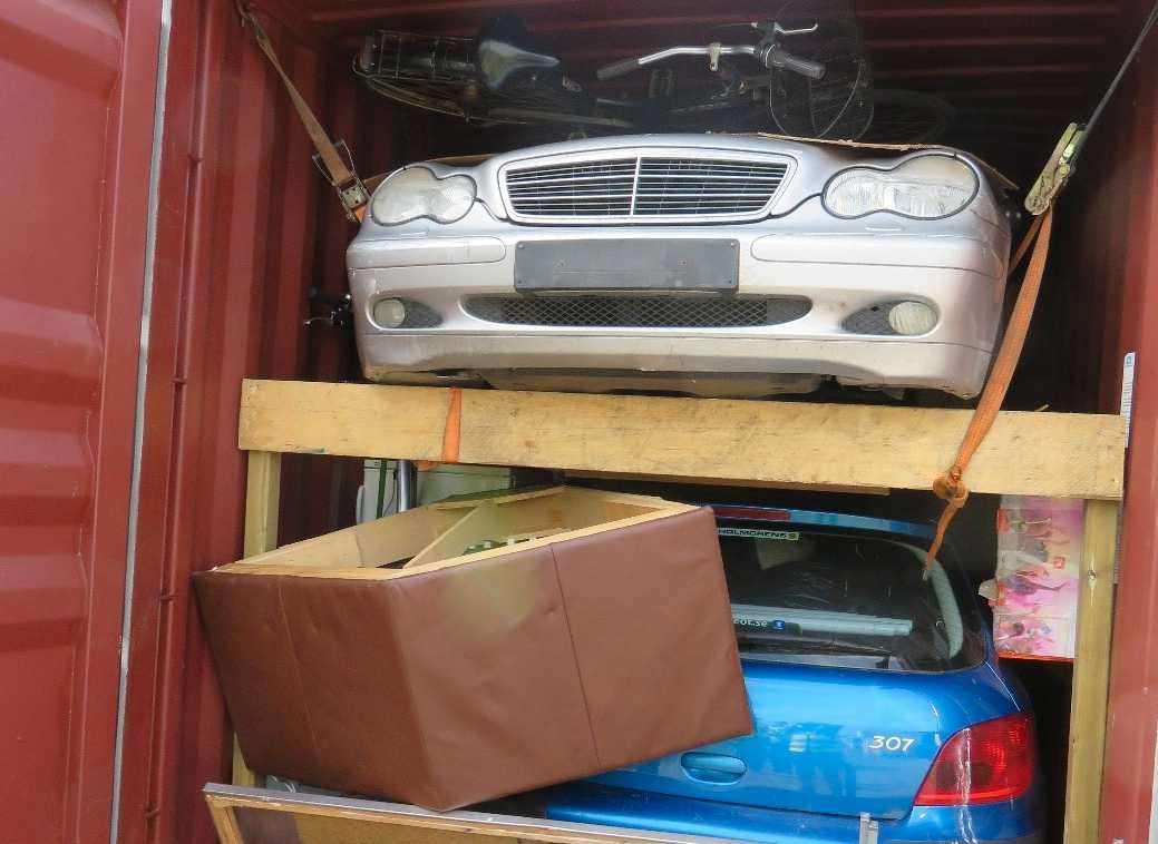 Mycket av transporterna handlar om bilar och bildelar.