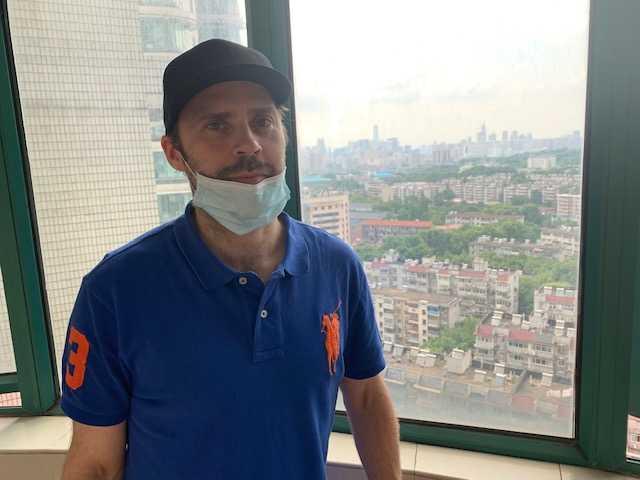 Johan Björnfot, på plats i Wuhan, Kina.