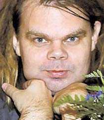 Lars Mikael Raattamaa.