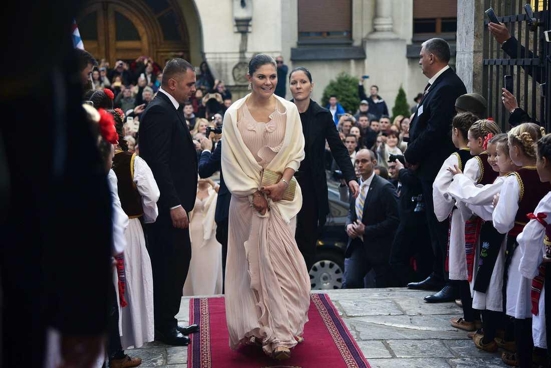 Kronprinsessan Victoria vid vigseln mellan prins Philip och Danica Marinkovic i St. Michael's Katedralen i Belgrad, Serbien.