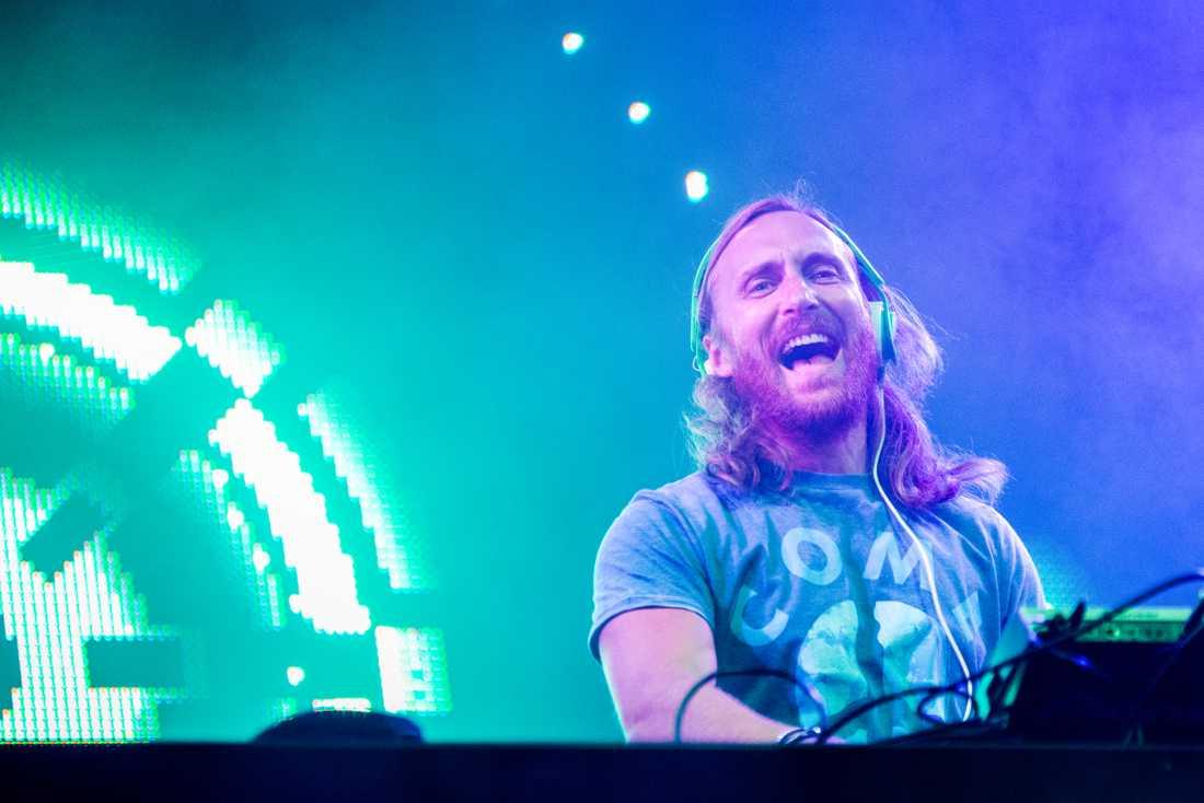 David Guetta visar upp två sidor av sig själv på sitt 27 låtar långa, sjunde album.