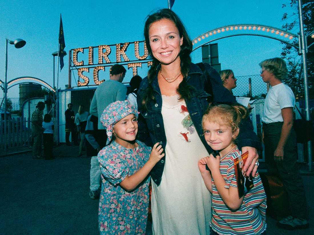 Annika Jankell och barnen på vimmel vid cirkus