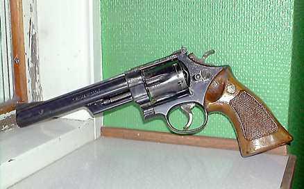 VIRKESHANDLARVAPNET .357 Magnum av Smith & Wesson. En virkeshandlare i Borlänge hittade revolvern i Mussjön 1983. Fem år senare kom han över vapnet igen och har det nu i sin ägo. Revolvern är ett av vapnen i Palmeutredningen. Koppling till Christer Pettersson, som friades för Palmemordet: Virkeshandlaren sålde vapnet 1983 till Sigge Cedergren, som på sin dödsbädd berättade att han lånat ut ett vapen till Christer Pettersson.