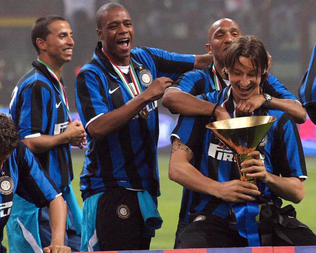 Balotelli och Zlatan firar ligatiteln 2008.