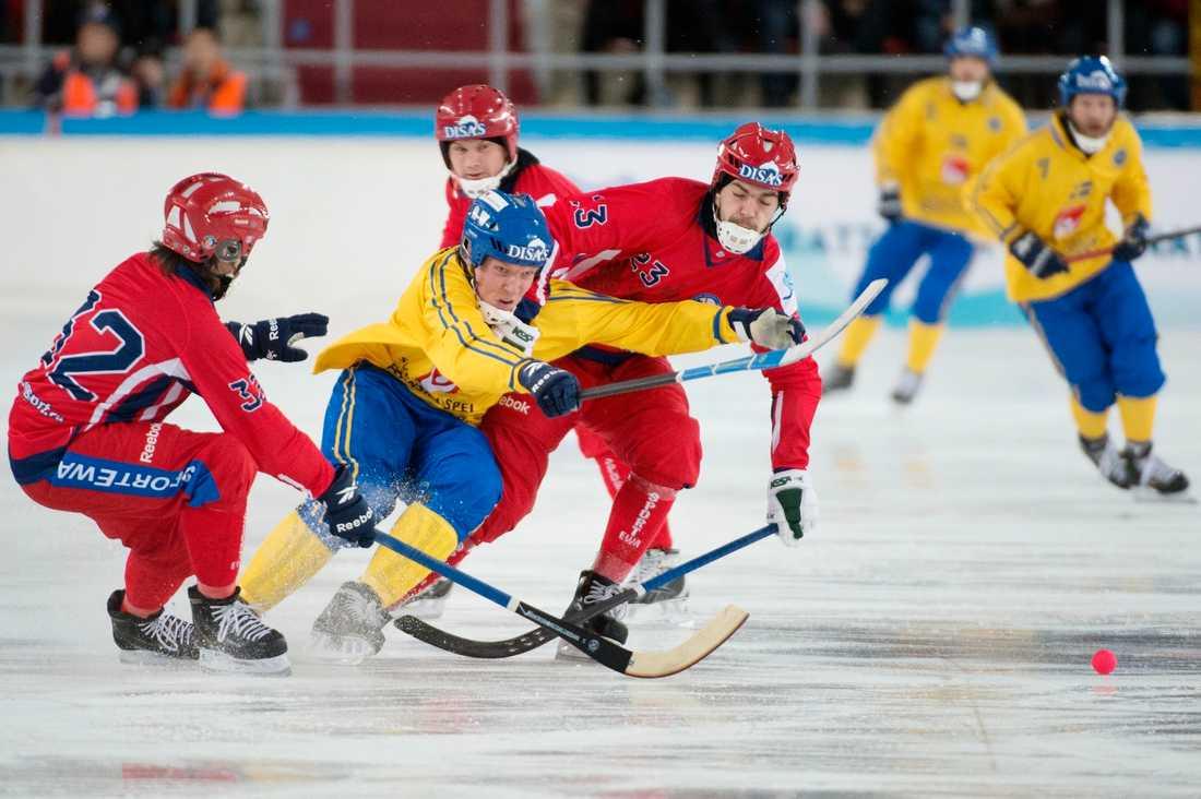Sveriges Daniel Belin och Rysslands 32 Pavel Bulatov och Evgeny Dergaev.