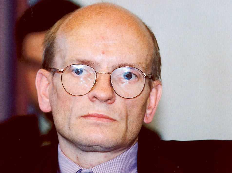 sagoberättare Ebbe Carlsson presenterade den ena halsbrytande lögnen efter den andra – och blev trodd av hela etablissemanget.