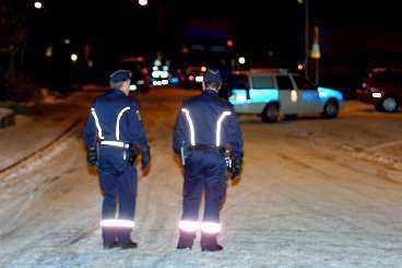 skottlossning på spelklubben Polisen i Göteborg slog i natt till mot en lokal i centrala staden som de misstänkte fungerade som spelklubb. När en av männen såg polisen komma fick han panik och började skjuta vilt omkring sig.