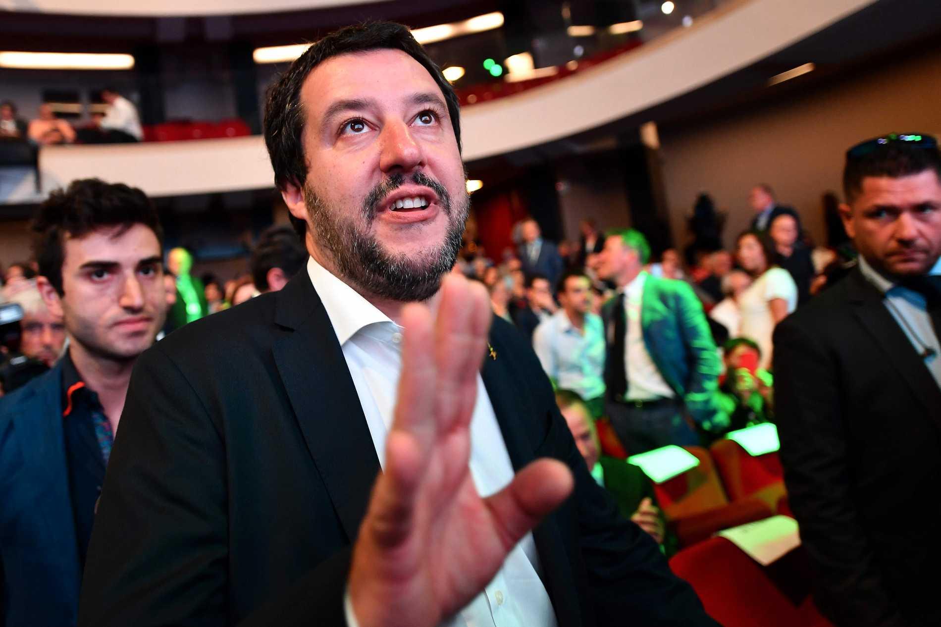 """Italiens inrikesminister Matteo Salvini tycker att Italien """"behöver en assutrensning""""."""
