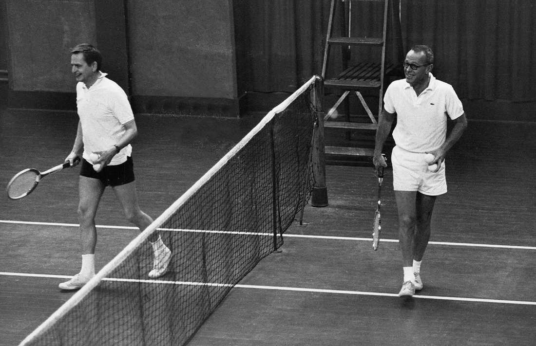 RIKEMANNEN. Han bodde fram till sin död i en lyxig villa  i Danderyd. På fritiden spelade han tennis med statsminister Olof Palme, en av sina närmaste vänner. Hade gärna blivit kulturminister, men Ingvar Carlsson påstod att Schein aldrig hade fungerat i ett regeringskollektiv.