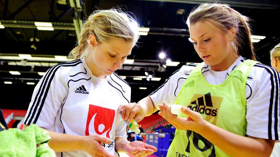Nathalie Hagman och Isabelle Gulldén under ett träningspass i Norge.