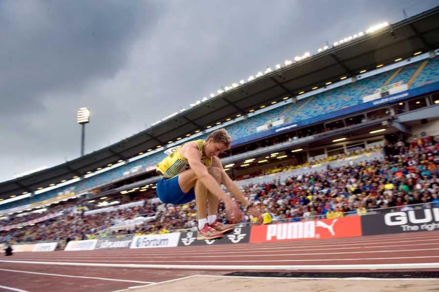 FINNKAMPEN i GÖTEBORG 2009 ... och inte blev det mycket tävlande 2009 och 2010 heller. Här hoppar han dock vid Finnkampen 2009 – och Olsson lyckades även att erövra SM-guldet samma år.